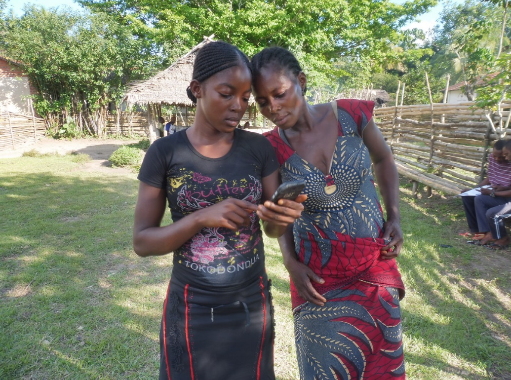 Two users of RFUK's real-time forest monitoring technology, ForestLink, in DRC. Credit: GASHE